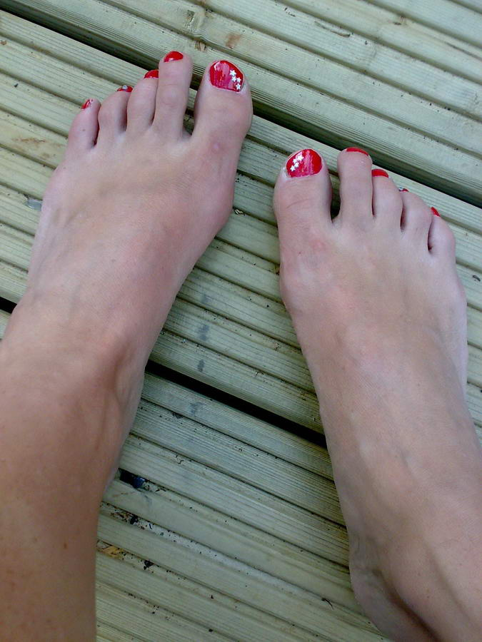 Aleks Krotoski Feet
