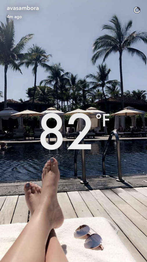 Ava Sambora Feet