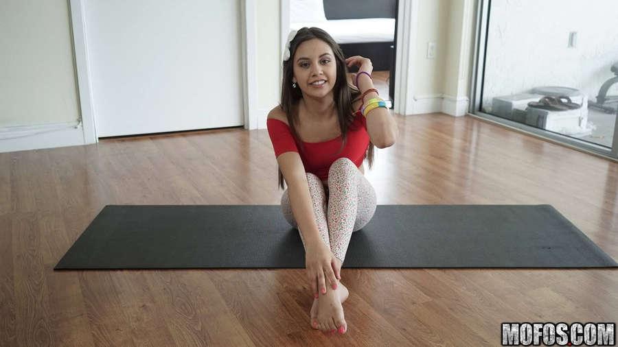 Lucy Doll Feet (19 photos) - celebrity-feet.com
