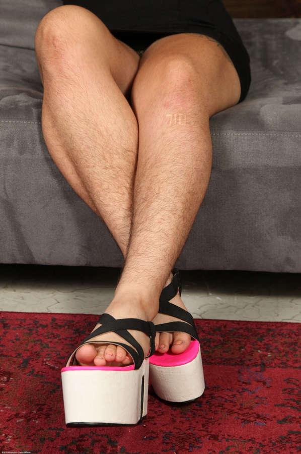 Ezra Poundable Feet