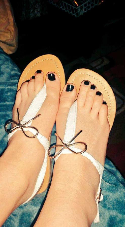 Skylar Green Feet