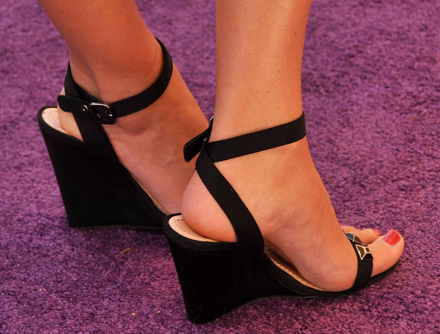 Sarah Lancaster Feet