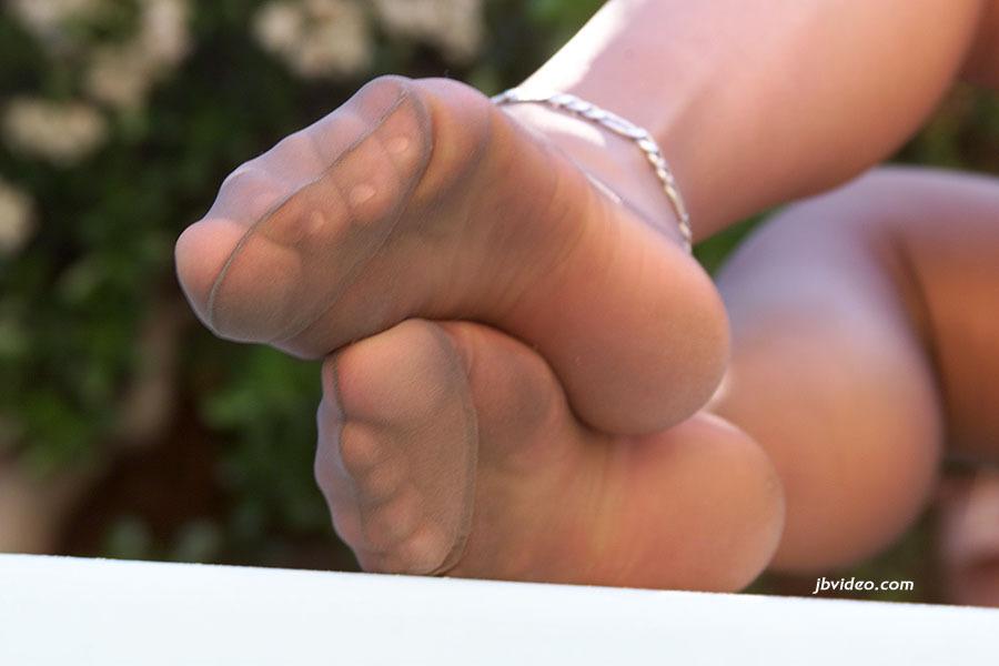 April Hanna Feet