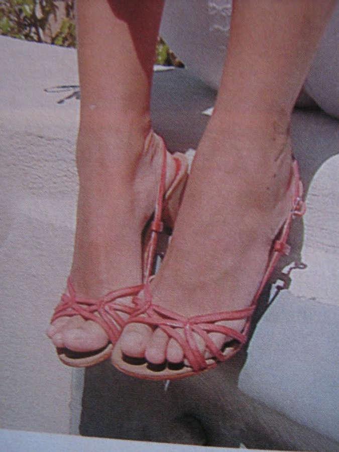 Daniele Suzuki Feet