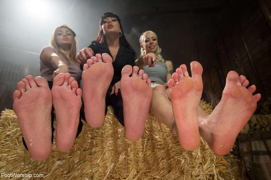 Mahina Zaltana Feet