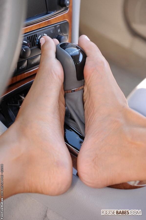 Regina Ice Feet