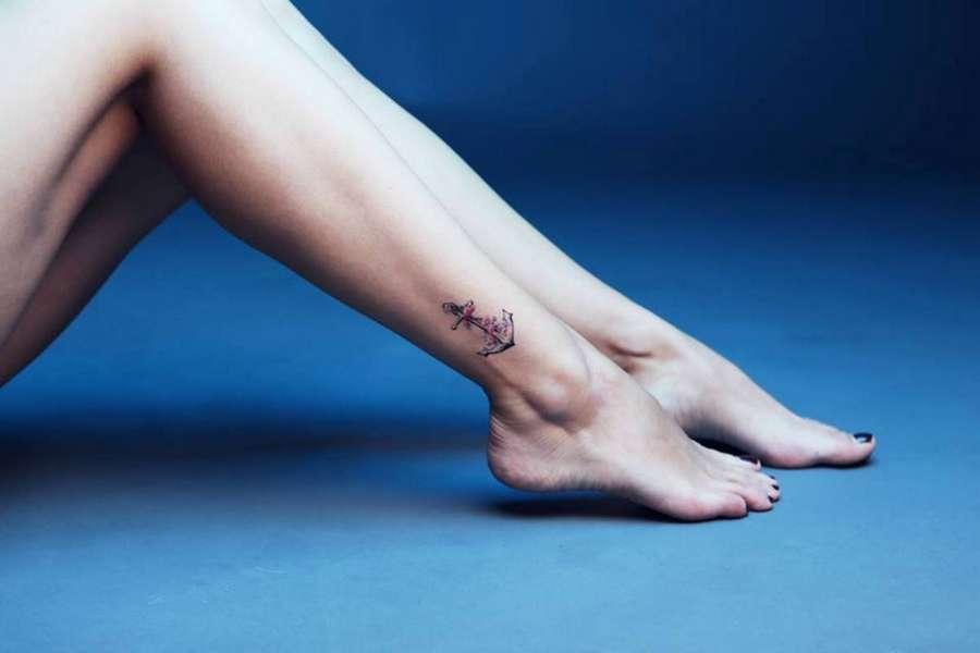 Alexandra Naoum Feet