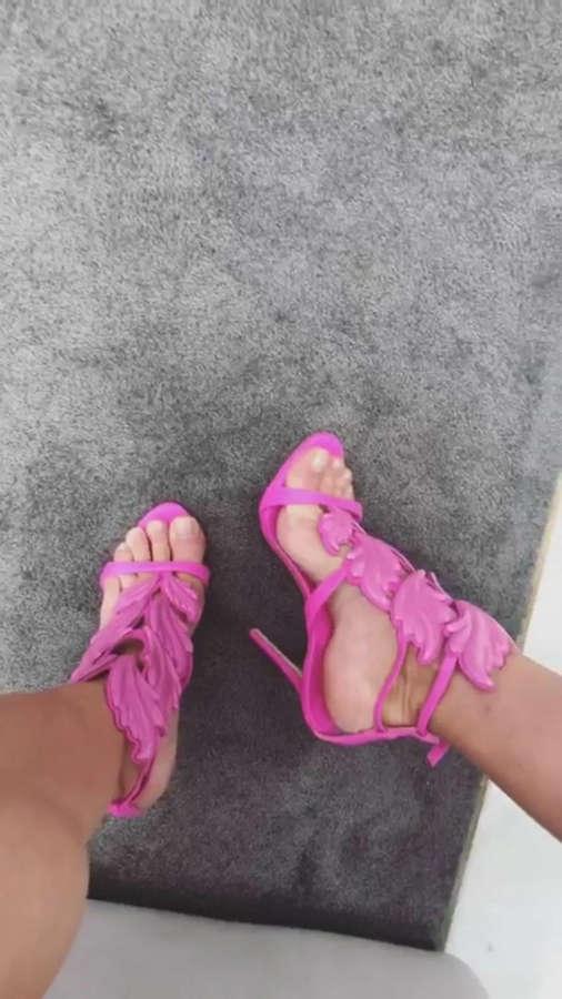 Juliana Salimeni Feet