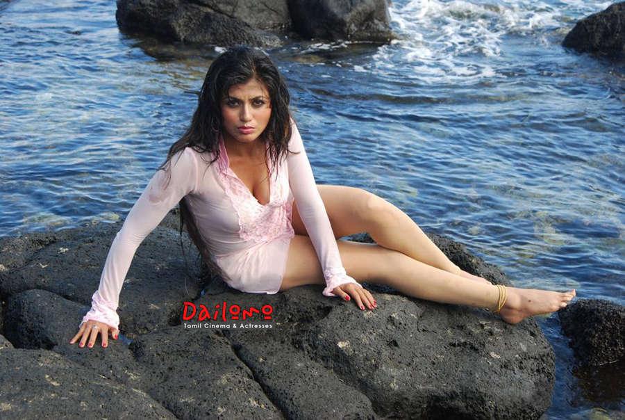 Aarti Puri Feet