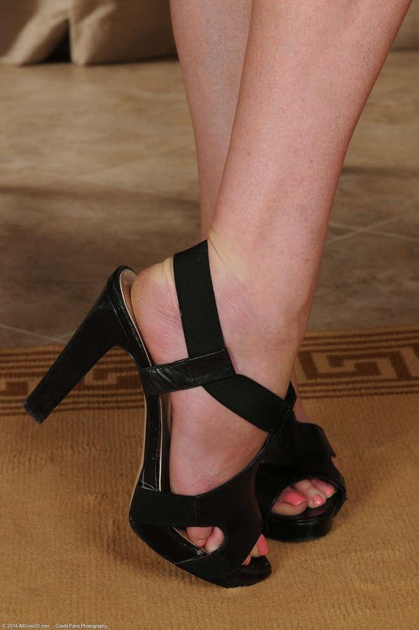 Veronica Snow Feet