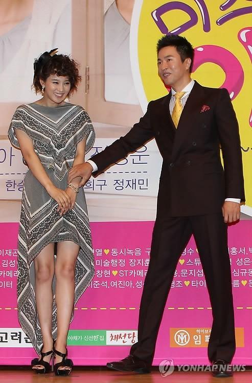 Hyun Kyung Oh Feet