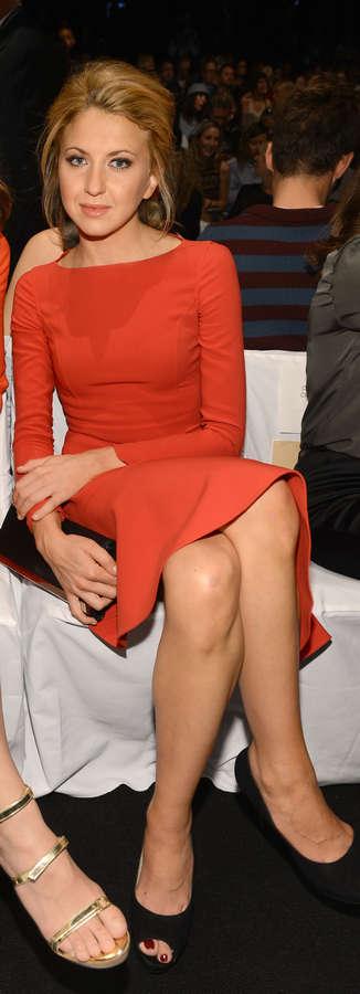 Nina Arianda Feet