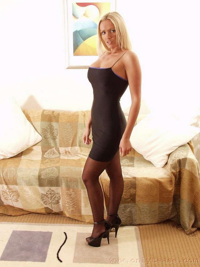 Lucy Zara Feet (18 photos) - celebrity-feet.com