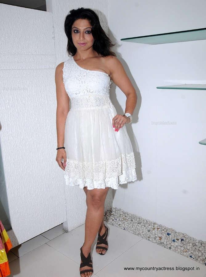 Aackruti Nagpal Feet