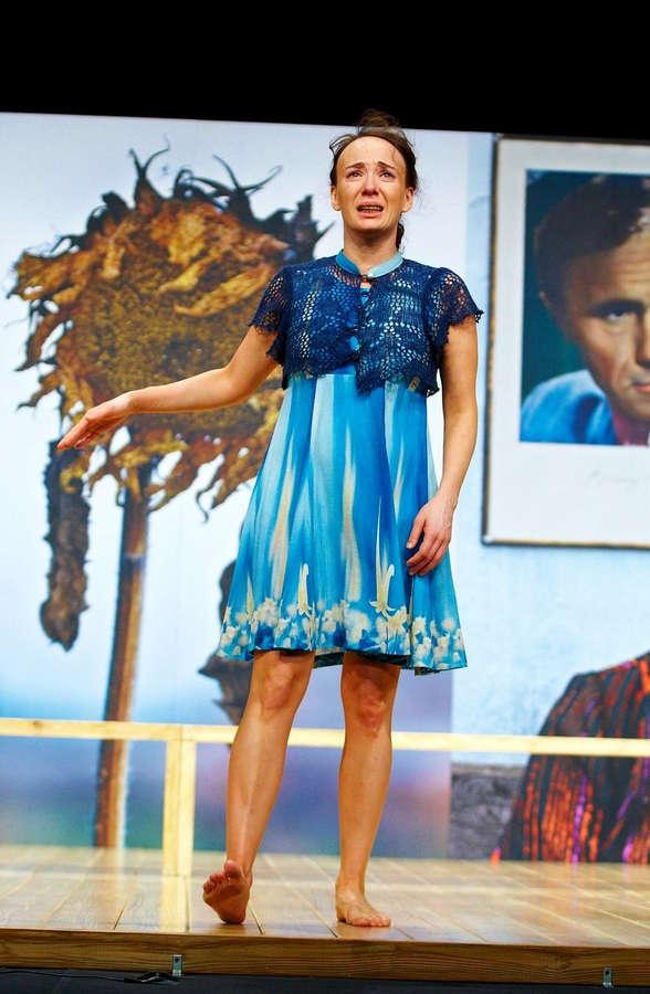 https://celebrity-feet.com/wp-content/uploads/cdn2335/chulpan-khamatova-feet-25-photos-011.jpg