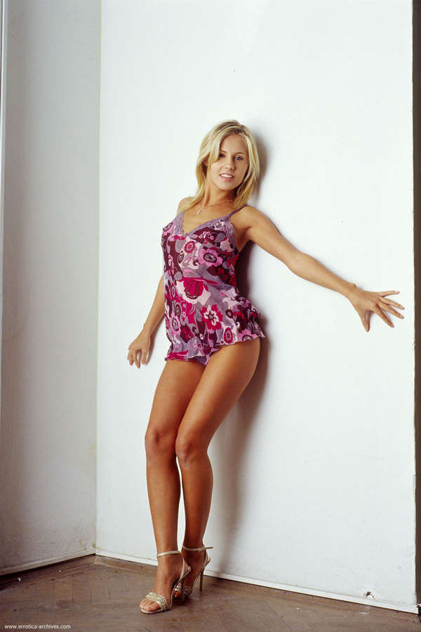 Zuzana Zeleznovova Feet (16 photos) - celebrity-feet.com