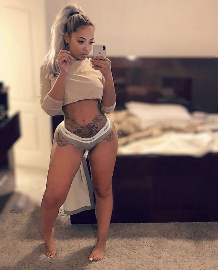 Stephanie Santiago Feet