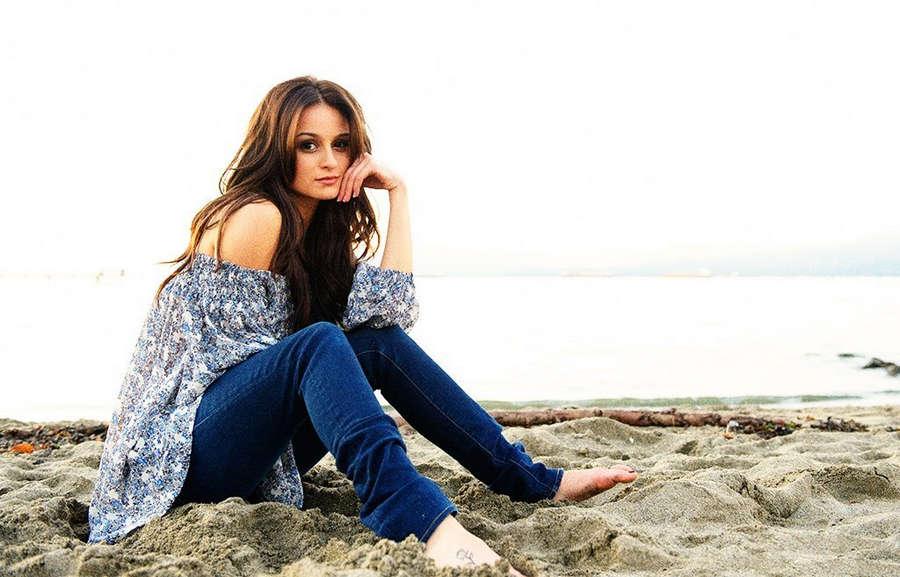 Melanie Papalia Feet