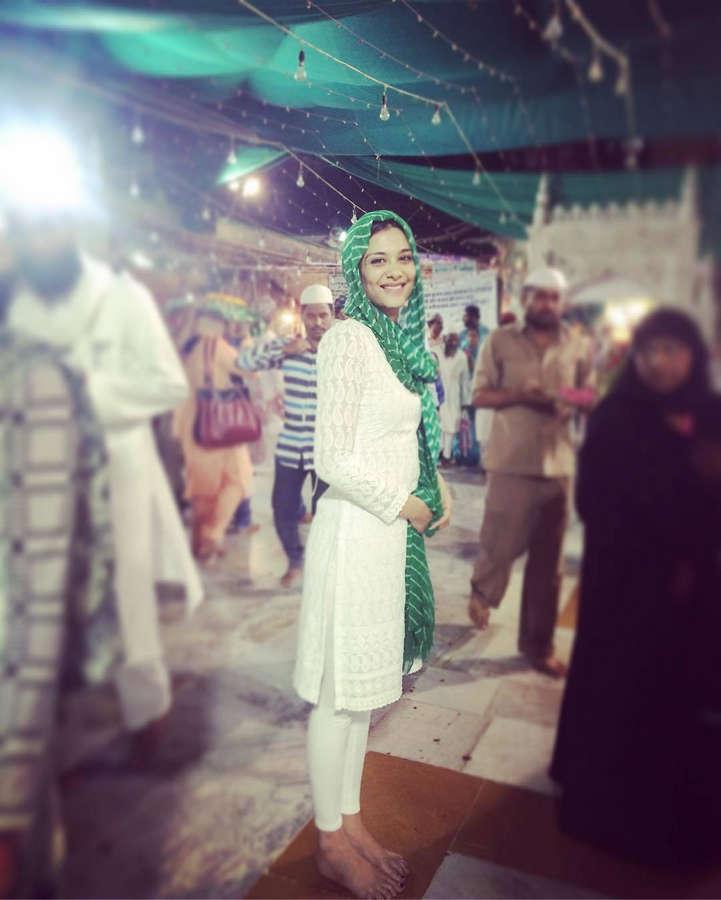 Nazia Hussain Feet