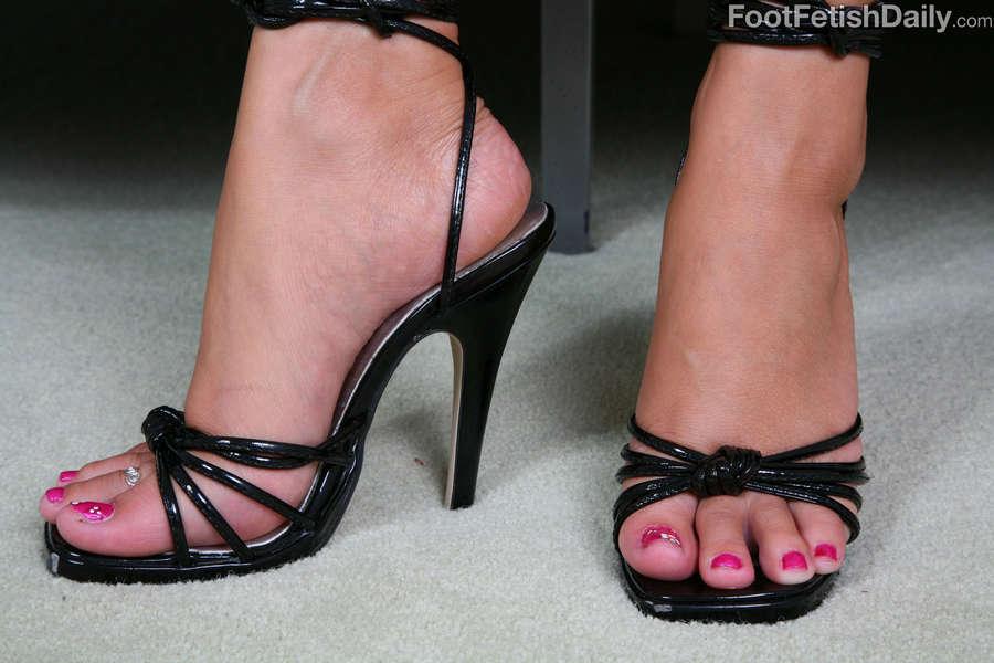 Kelly Skyline Feet