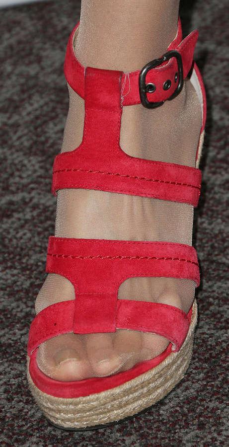 Illeana Douglas Feet