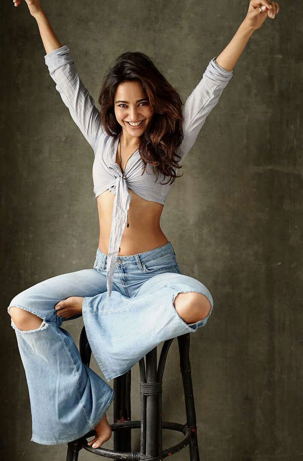 Neha Sharma Feet