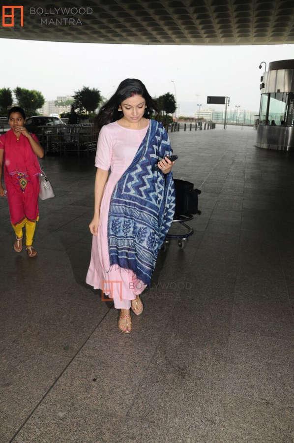 Divya Khosla Feet