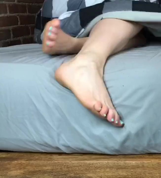 Elise Valderrama Feet