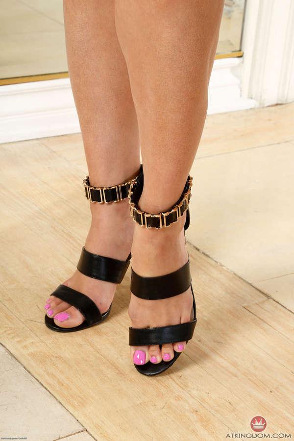 Nikki Capone Feet