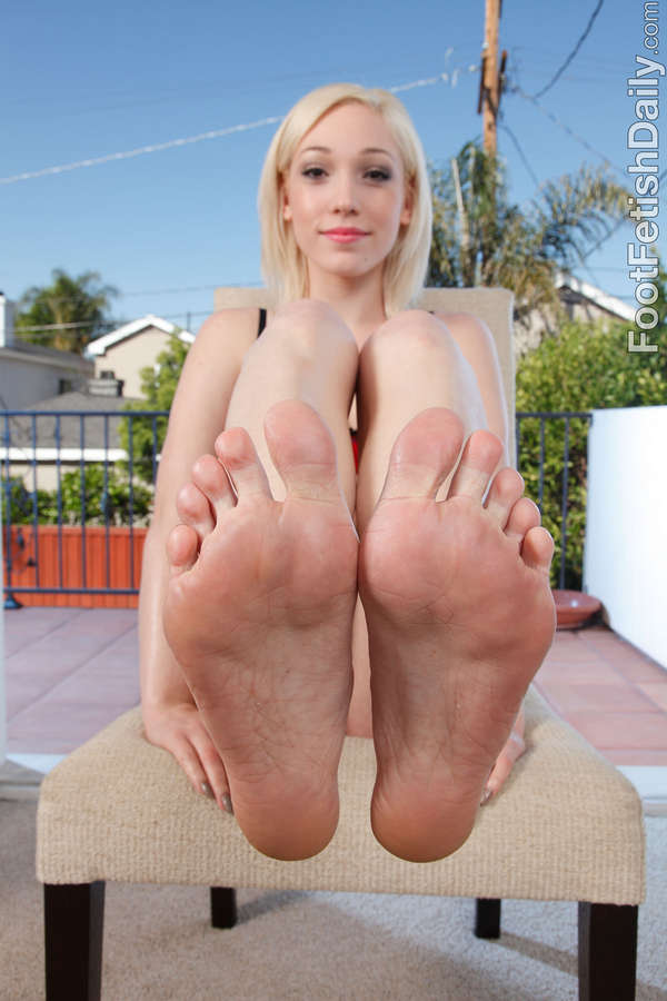 Lily Labeau Feet