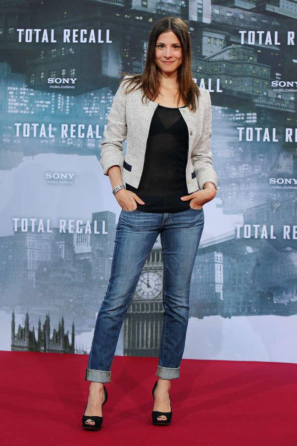 Aylin Tezel Feet