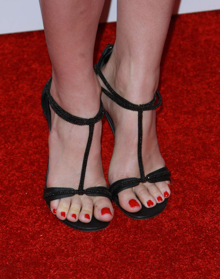 Beth Behrs Feet