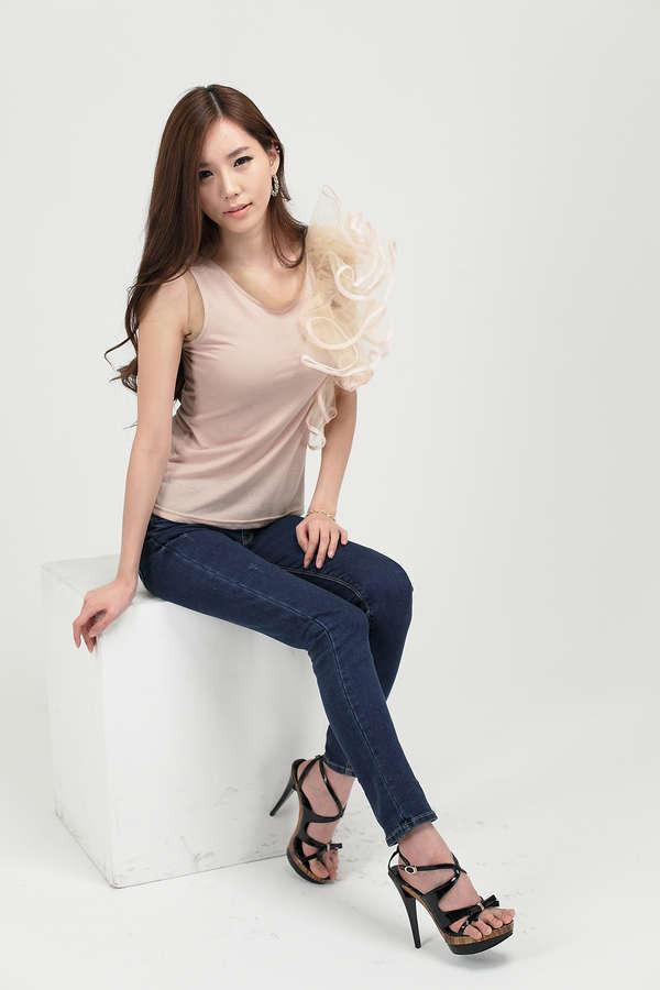 Min Ji Lee Feet