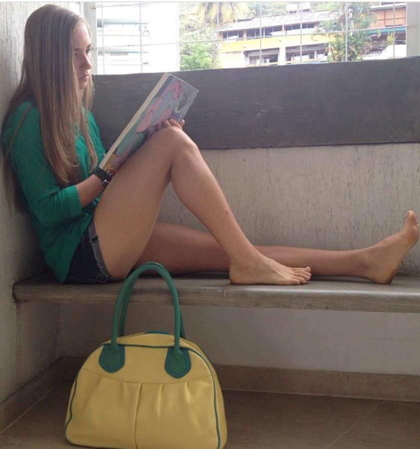 Nicole Regnier Feet