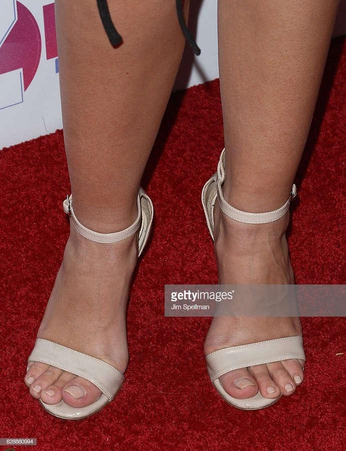 Ashley Iaconetti Feet