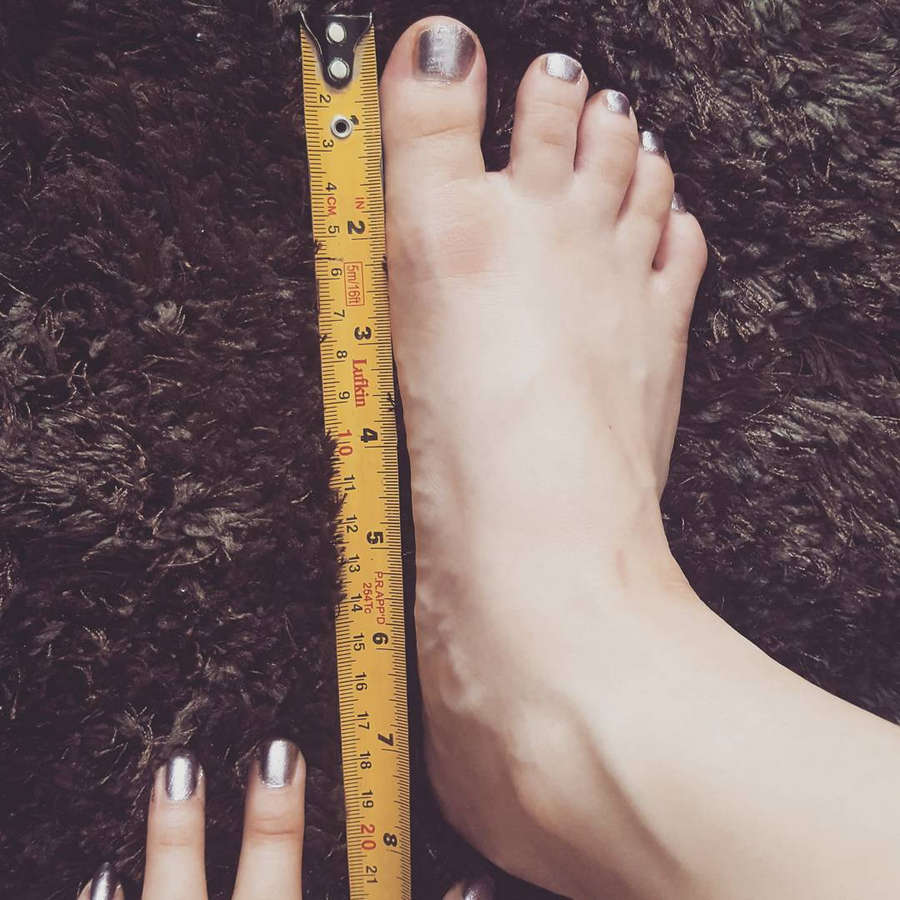 Miss Xi Feet