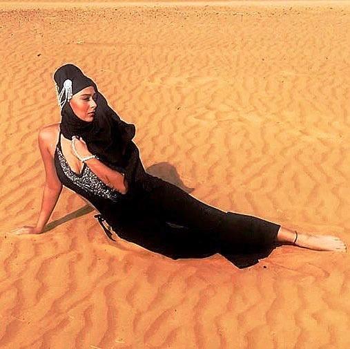 Sara Khan Feet