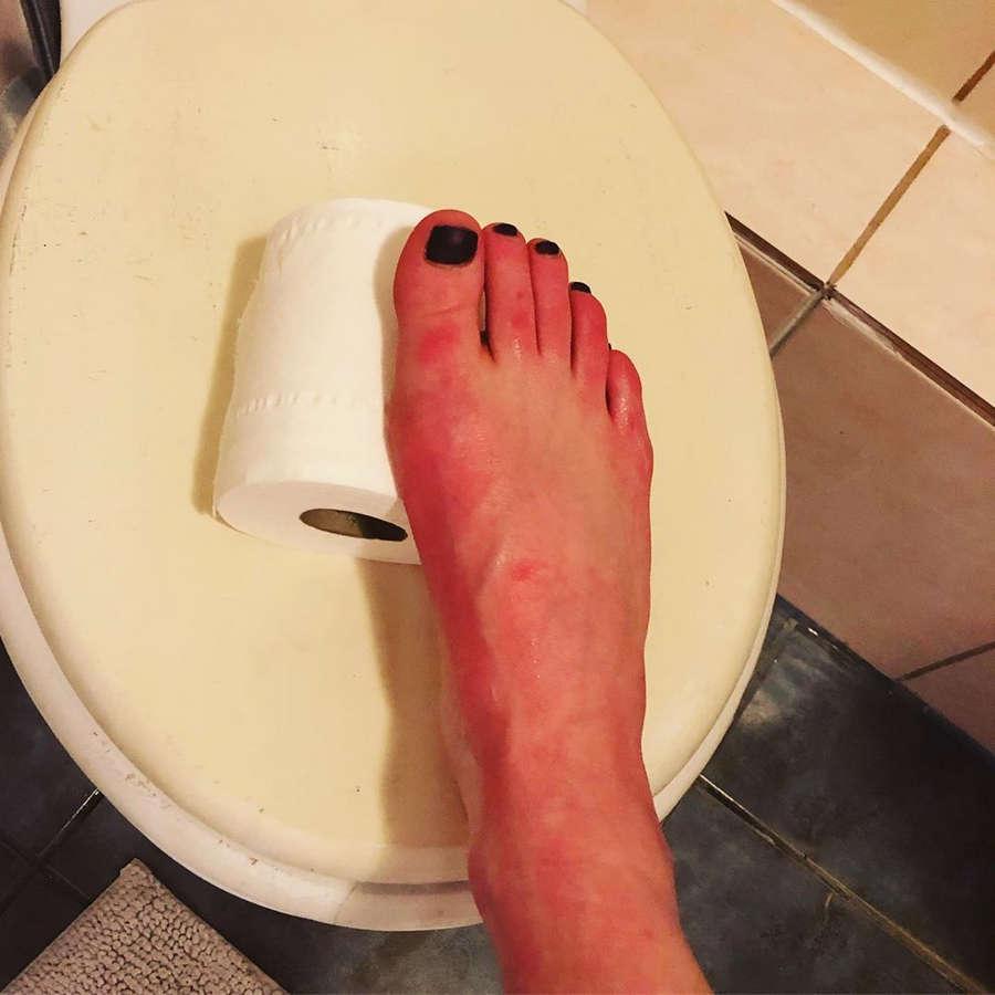 Aisling Bea Feet
