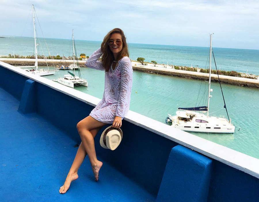 Juliana Paiva Feet