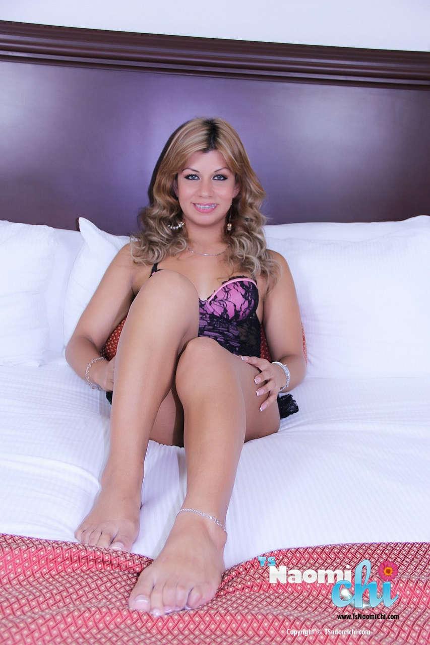 Naomi Chi Feet