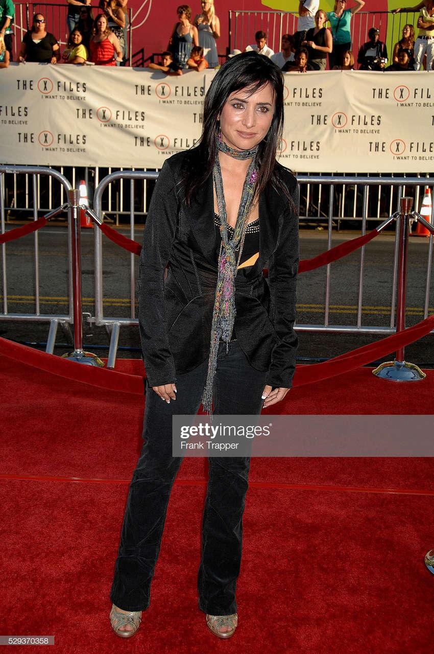 Pamela Adlon Feet