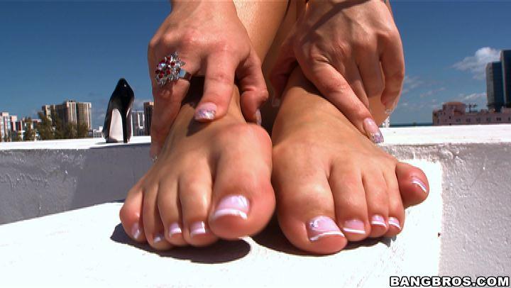 Alanah Rae Feet