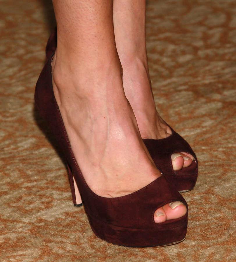 Maura Tierney Feet