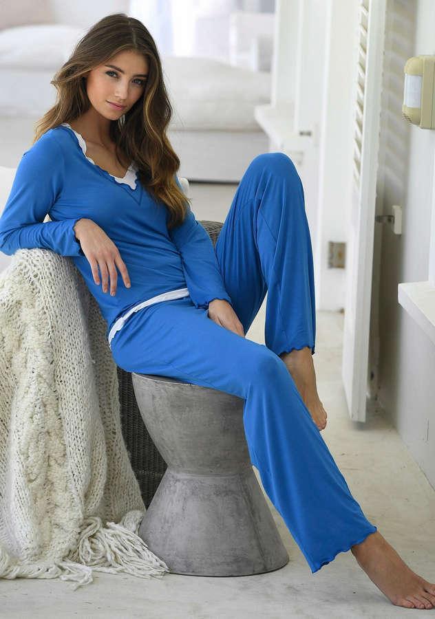 Lorena Rae Feet