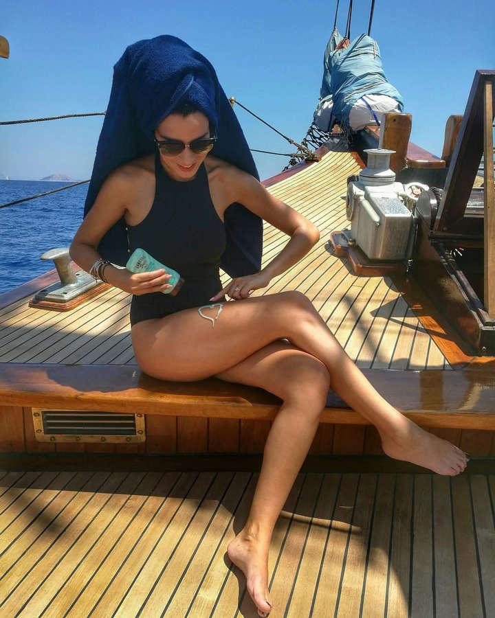 Nikoletta Ralli Feet