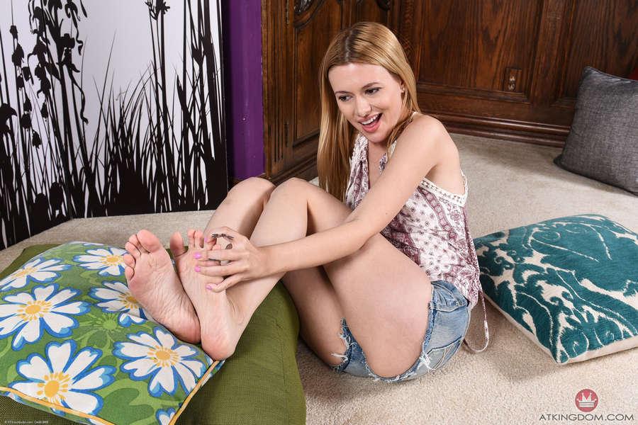 Kennedy Kressler Feet