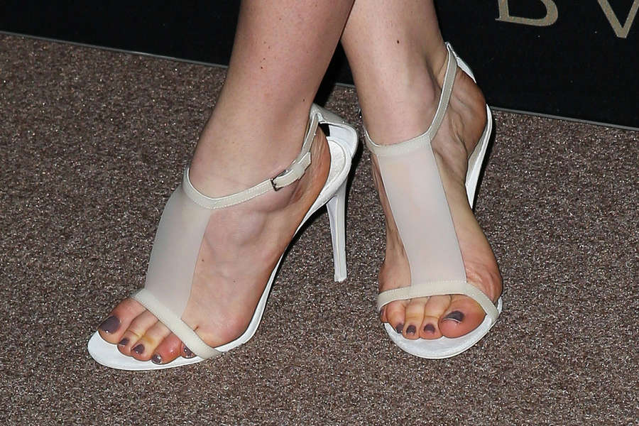Annabelle Wallis Feet