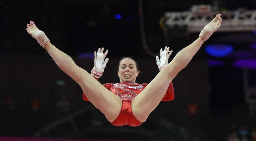 akrobatki-foto-krupniy-plan-moya-gornichnaya-tsundere-seksi-ozvuchka