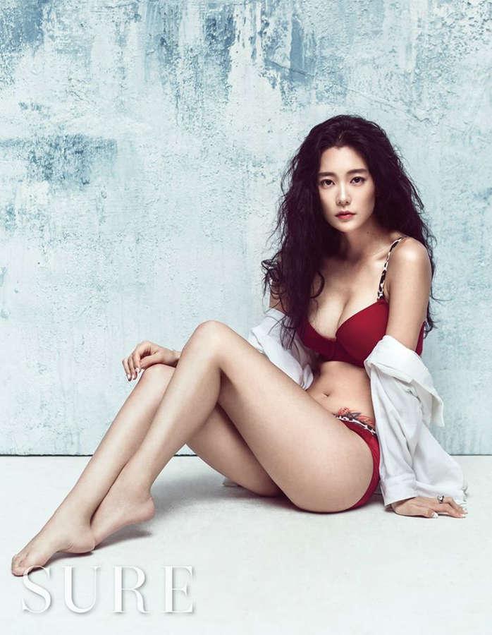 Sung Min Lee Feet