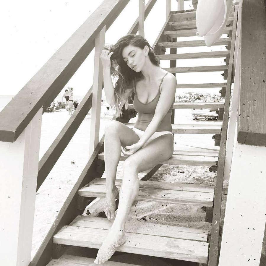 Niki Skyler Feet